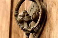 Klepátko na dveře. Zdroj: www.designbuzz.com