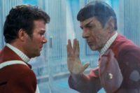 Leonard Nimoy, jako Spock ze Star Trek: Khanův hněv společně s Williamem Shatnerem jako kapitánem Kirkem. Zdroj: Paramount Pictures