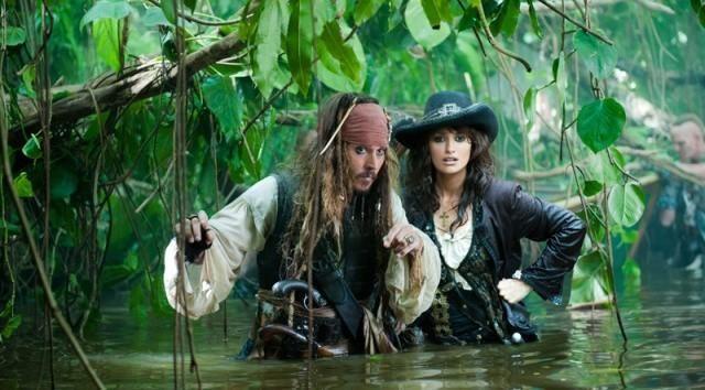 FOTO: Na vlnách podivna - Johnny Depp a Penelope Cruz
