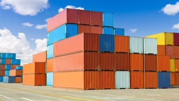 Tchien-ťin_lodni_doprava_kontejnery