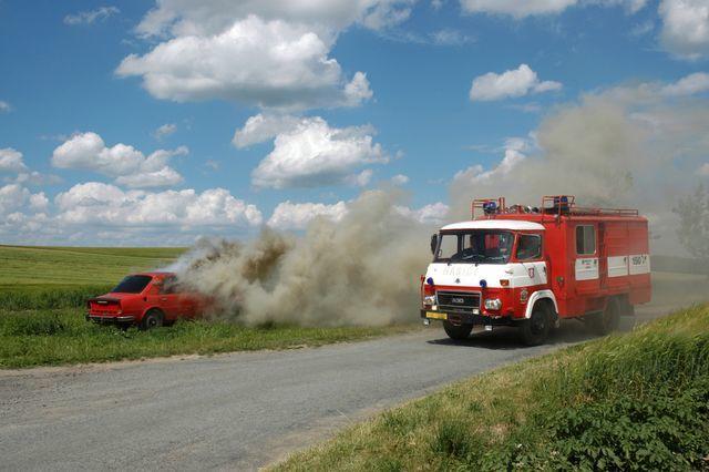Hasiči zasahovali u hořícího auta