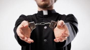 Kněz Tvrdoň zůstává ve vazbě