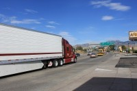 Řidiči kamionu převáželi 80 uprchlíků