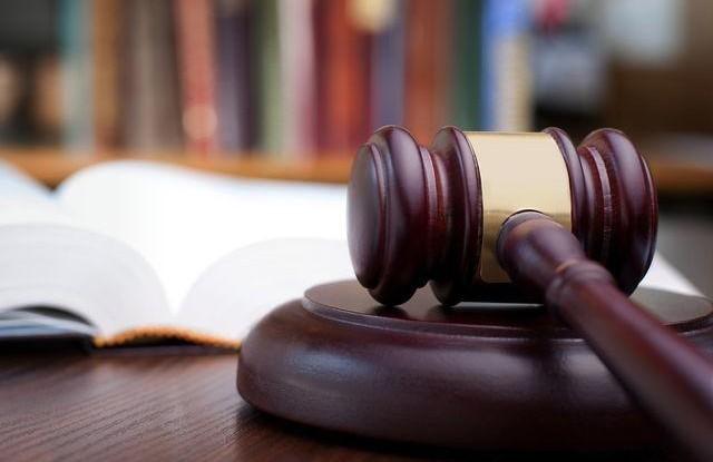 Soudkyně hořejší obžalována z týrání své dcery