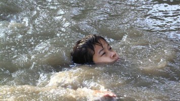 topící se dítě- tonutí