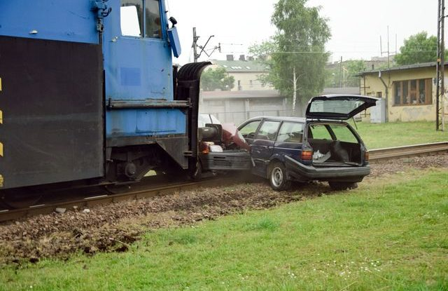 vlakova_zeleznicni_nehoda_autonehoda