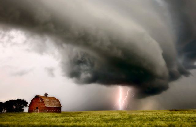 boure_tornado_blesk