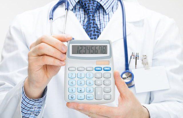 doktor_lekar_regulacni_poplatky_zdravotnictvi_kalkulacka