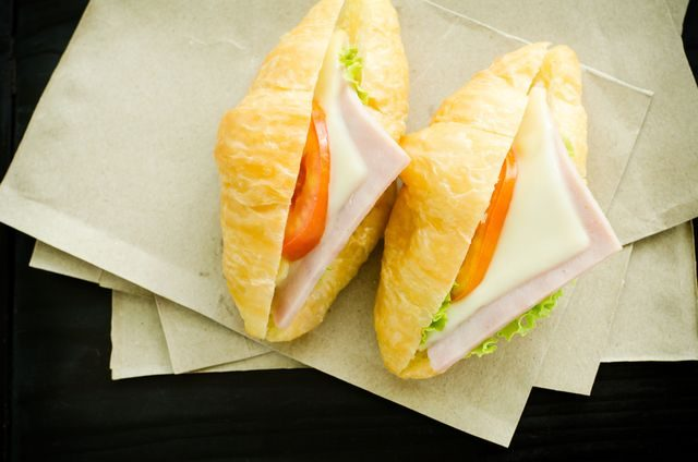 rohlik_croissant_s_rajcetem