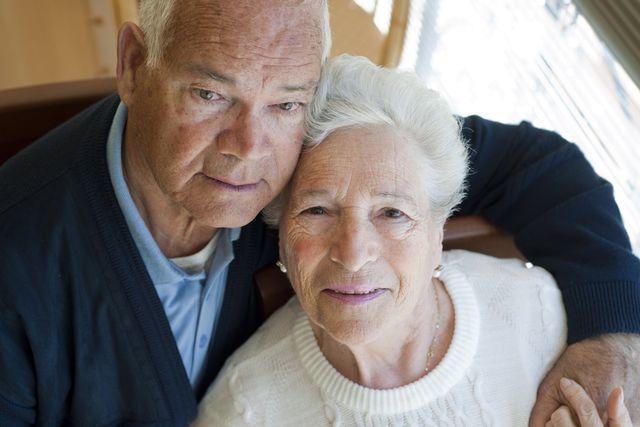 senior-duchodce-laska-svatba-par