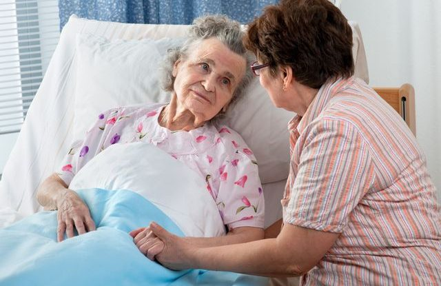 senior-duchodce-nemocnice