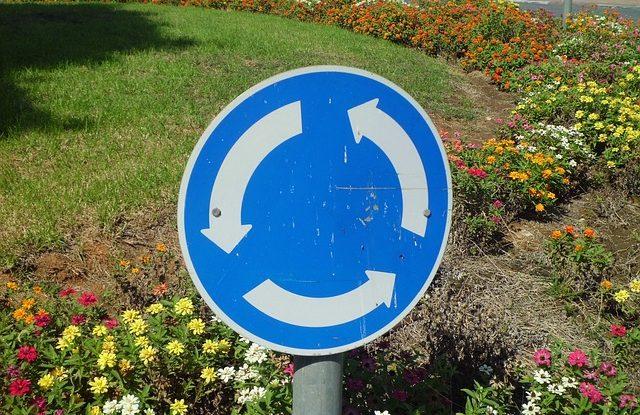 Dopravní značka kruhový objezd