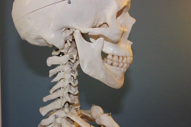 priznaky-ridnuti-kosti-osteoporozy
