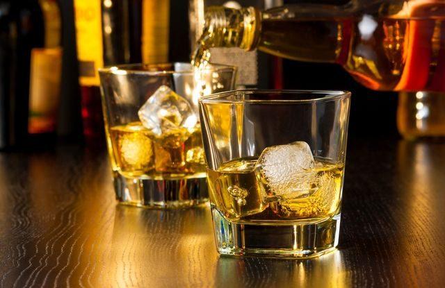 šizený alkohol, whisky