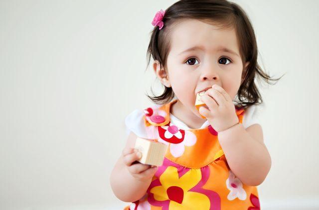 Co dělat, když dítě spolkne předmět