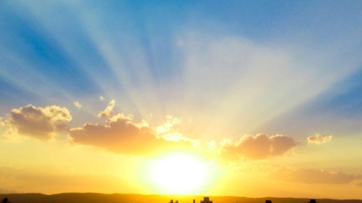 Proč se nám Slunce zdá žluté a nebe modré?