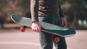 Jízda na skateboardu na správné držení těla
